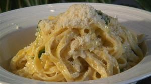 how-to-make-fettuccine-alfredo.WidePlayer